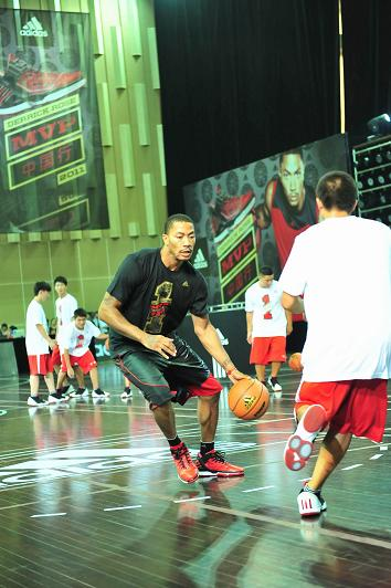 Derrick-Rose-China-MVP-Tour-1