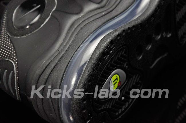 Nike-Air-Total-Foamposite-Max-Black-Black-Anthracite-1