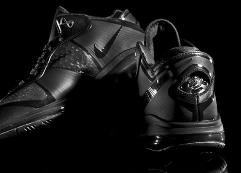 "Nike LeBron 8 V2 Low ""Blackout"""