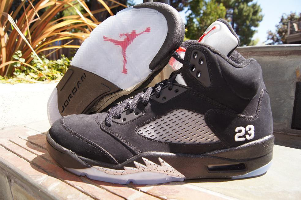 Release-Reminder-Air-Jordan-V-5-Retro-Black-Varsity-Red-Metallic-Silver-1