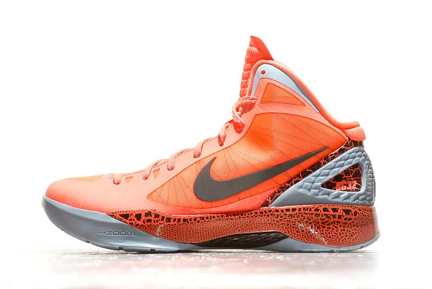 check out 9e410 33879 Release Reminder: Nike Hyperdunk 2011 'BG' | SneakerFiles