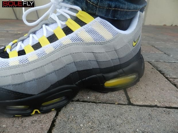 nike-air-max-95-cool-grayneut-black-varsity-maize-more-images-1