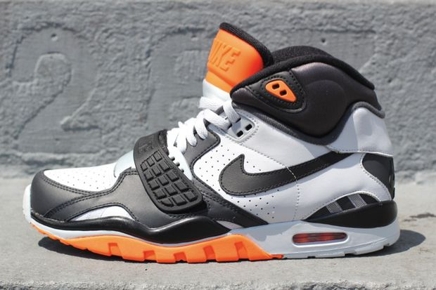 nike-air-trainer-sc-ii-whitegreyblack-orange
