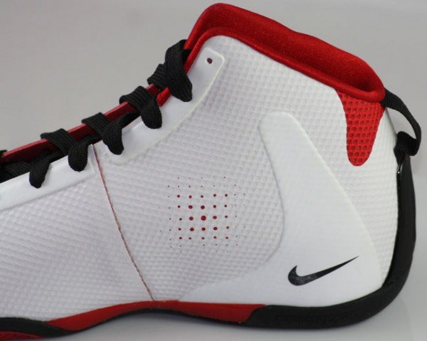 nike-zoom-bb-1-5-hyperfuse-whitered-first-look-1