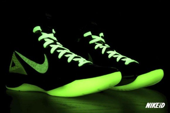 Nike-Hyperdunk-2011-iD-Glow-in-the-Dark-Sample-1