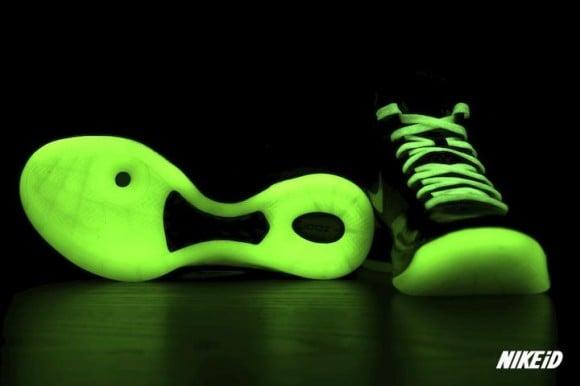 Nike-Hyperdunk-2011-iD-Glow-in-the-Dark-Sample-2