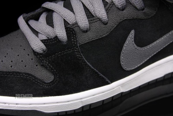 "Nike SB Dunk Mid Pro ""Griptape"" - Now Available"