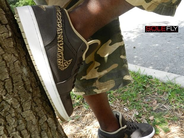 air-jordan-1-phat-low-velvet-brownkhaki-1