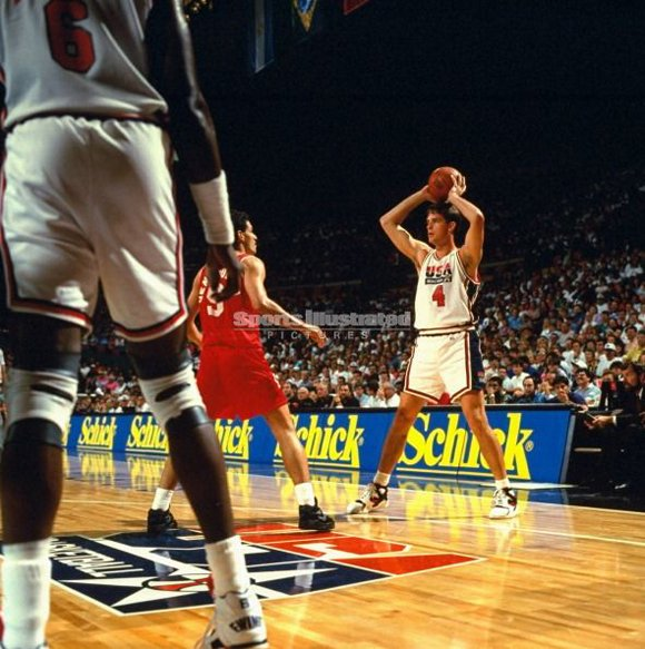 Christian Laettner setting up a Play 1992 Dream Team