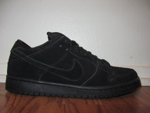 nike-dunk-sb-low-black-out-1