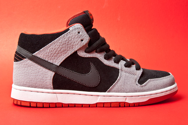 "Nike SB Dunk Mid ""Dragon Red"" - Release Date + Info 2"