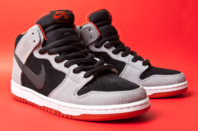 "Nike SB Dunk Mid ""Dragon Red"" - Release Date + Info 1"