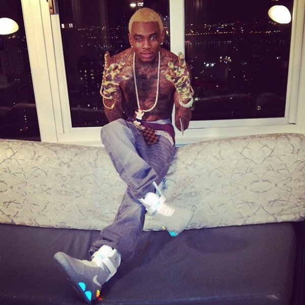 celebrity-sneaker-watch-soulja-boy-air-mag-2