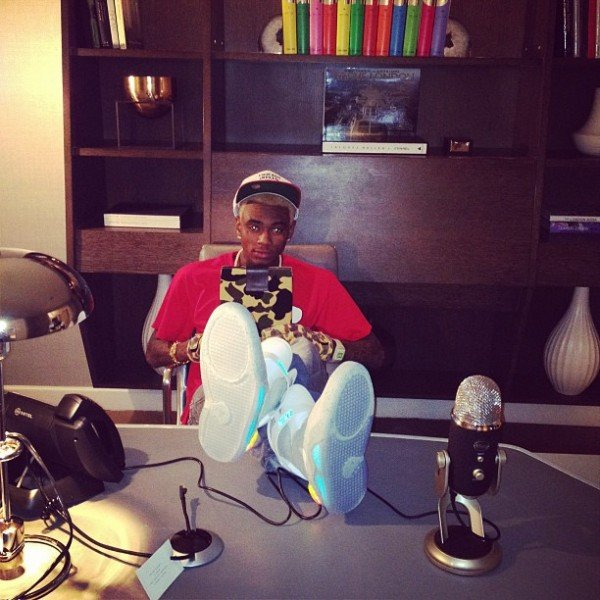 celebrity-sneaker-watch-soulja-boy-air-mag-3