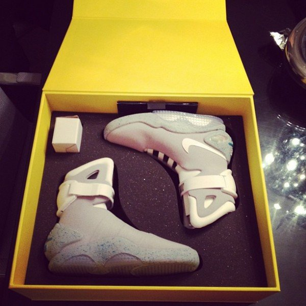 celebrity-sneaker-watch-soulja-boy-air-mag-4