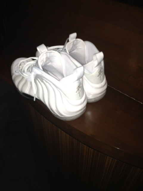 penny-hardaway-debuts-nike-air-foamposite-one-white-memphis-madness-pe-2
