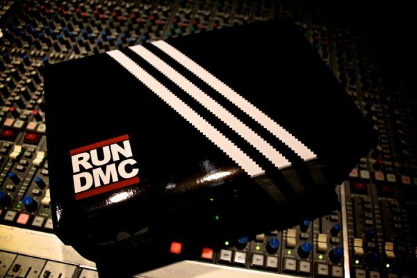 run-dmc-adidas-superstar80-sneakerboxclyde-1