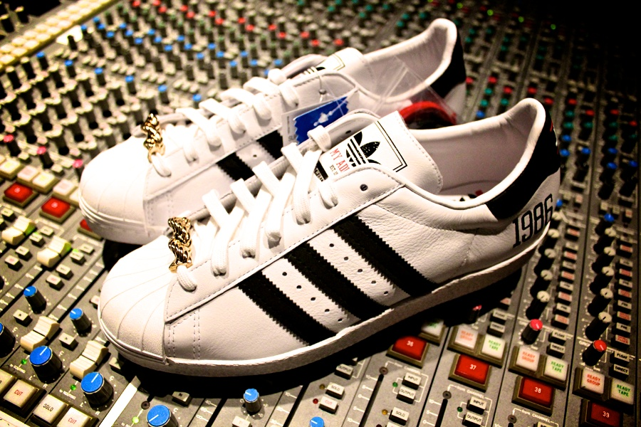 run-dmc-adidas-superstar80-sneakerboxclyde-3