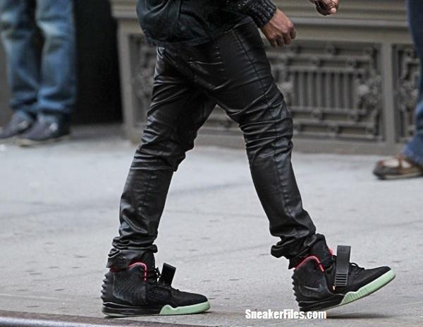 092564dbfd82 Kanye West Rocks Nike Air Yeezy 2 Black  Pink