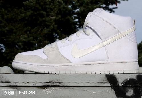 Nike SB Dunk High - White/Metallic Summit