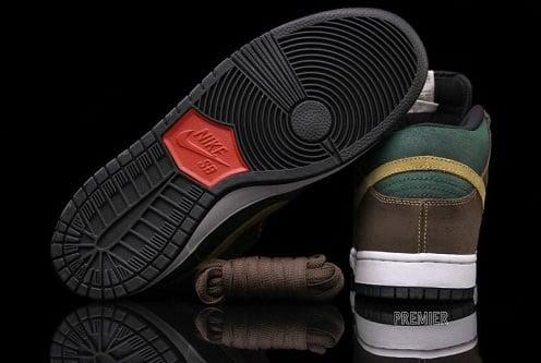 Nike SB Dunk Mid Noble Green/Metallic Gold - November 2011