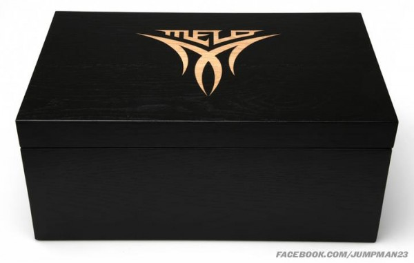 Win Autographed NY Knicks Spiz'ike and Melo M8
