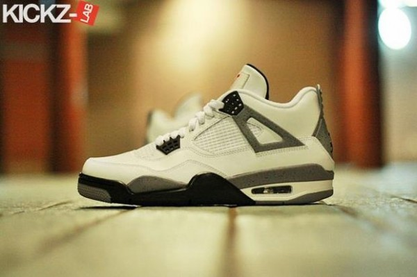 air-jordan-iv-4-tech-grey-3