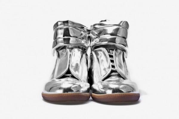 http://www.sneakerfiles.com/wp-content/uploads/2011/11/maison-martin-margiela-sci-fi-sneaker-metallic-2-600x399.jpg