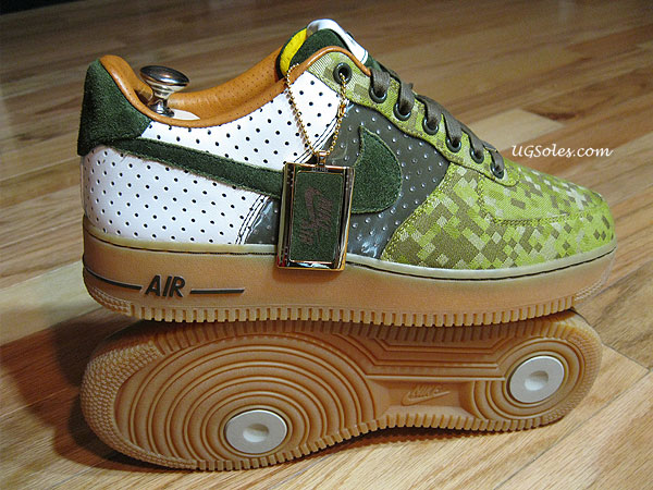 check out e15c3 e3a4d nike air force 1 harlequin custom ugsoles