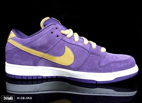 nike-sb-dunk-low-crown-royal-dunk-4