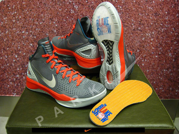 Nike Zoom Hyperdunk 2011 Supreme The Blake Show