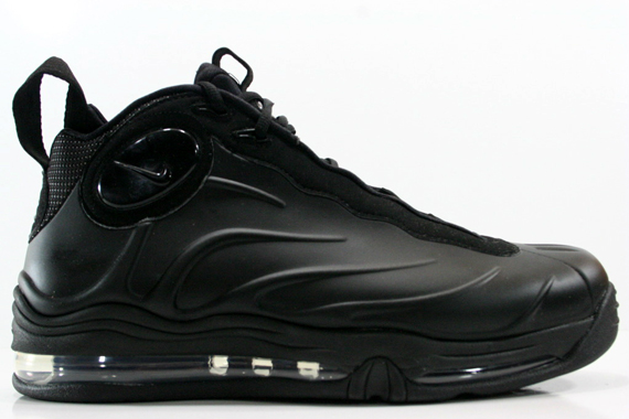 release-reminder-nike-total-air-foamposite-max-blackout
