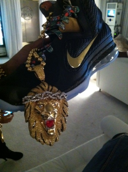 Celebrity Sneaker Watch: Big Sean Shows Off His Nike LeBron 9 'Watch The Throne'