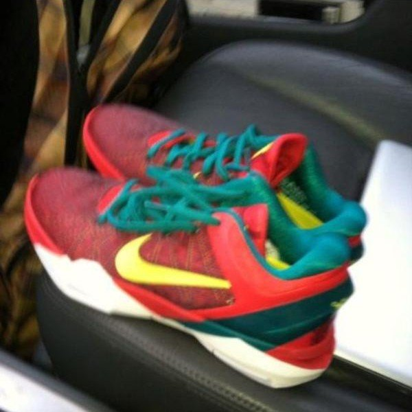 Nike Zoom Kobe VII (7) Christmas Day - First Look