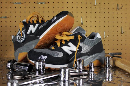 burn-rubber-new-balance-580-workforce-pack-4