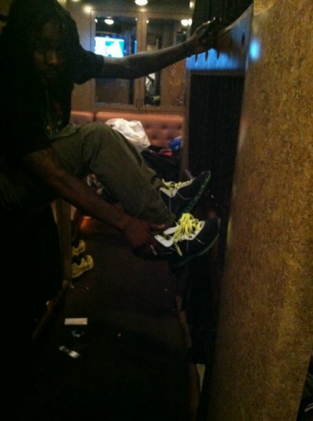 celebrity-sneaker-watch-wale-laces-up-in-nike-lebron-8-clark-kent-112