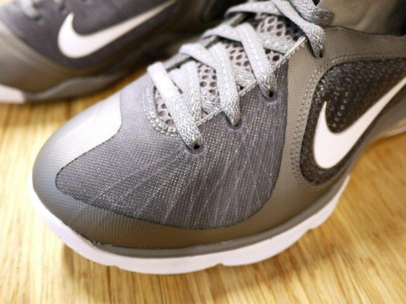 nike-lebron-9-cool-grey-new-images-3