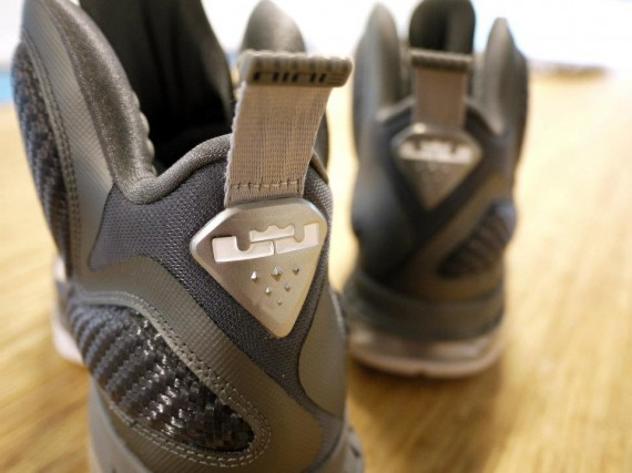 nike-lebron-9-cool-grey-new-images-4