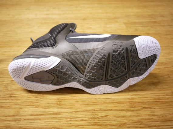 nike-lebron-9-cool-grey-new-images-5