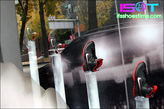 nike-lebron-9-display-hoop-city-korea-12