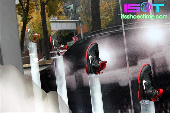 nike-lebron-9-display-hoop-city-korea-13