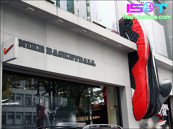 nike-lebron-9-display-hoop-city-korea-4