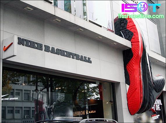 nike-lebron-9-display-hoop-city-korea-4