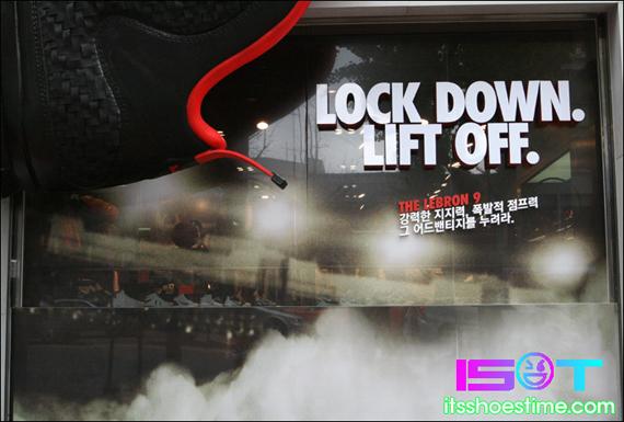 nike-lebron-9-display-hoop-city-korea-6