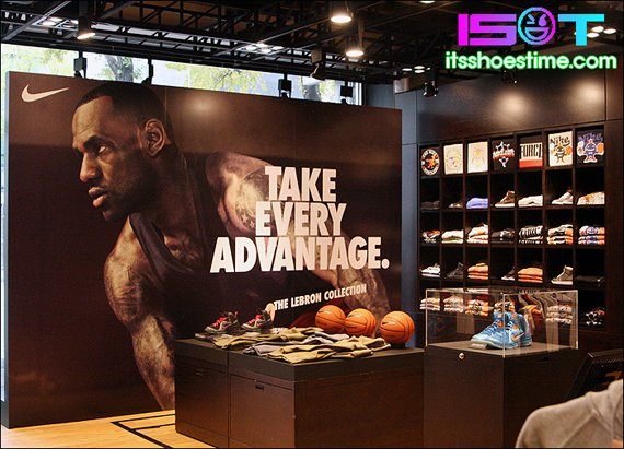 nike-lebron-9-display-hoop-city-korea-8