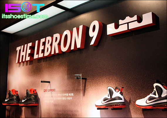 nike-lebron-9-display-hoop-city-korea-9