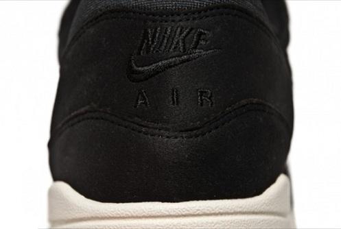 Nike Air Max 1 - Black/Sail