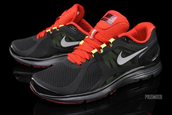 Nike LunarEclipse+ 2 'Black/University Red' - Now Available