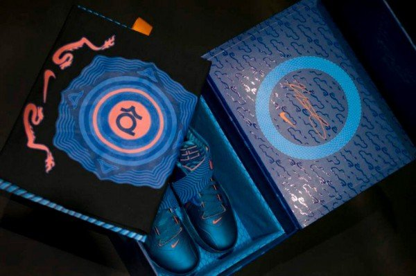 Haciendo Abandonado Elección  Nike Zoom KD IV 'Year Of The Dragon' Limited Packaging - Another Look |  SneakerFiles