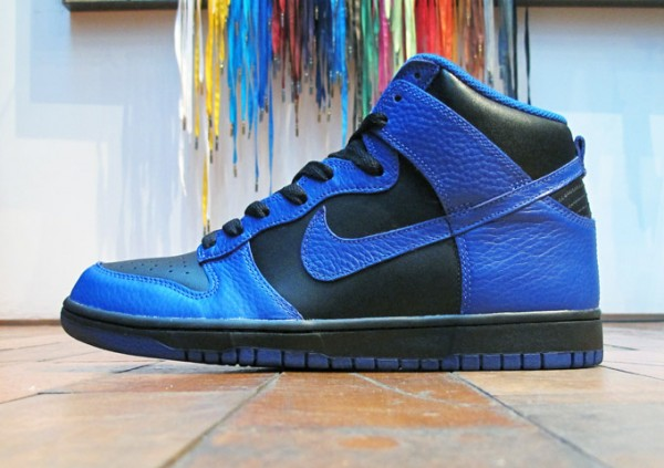 cobalt blue and black nike dunks
